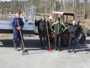 Byalaget städar grillplatsen våren 2021